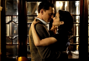 the_deep_blue_sea_image_tom_hiddleston_rachel_weisz_01